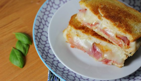 best scamorza and prosciutto grilled cheese sandwich recipe